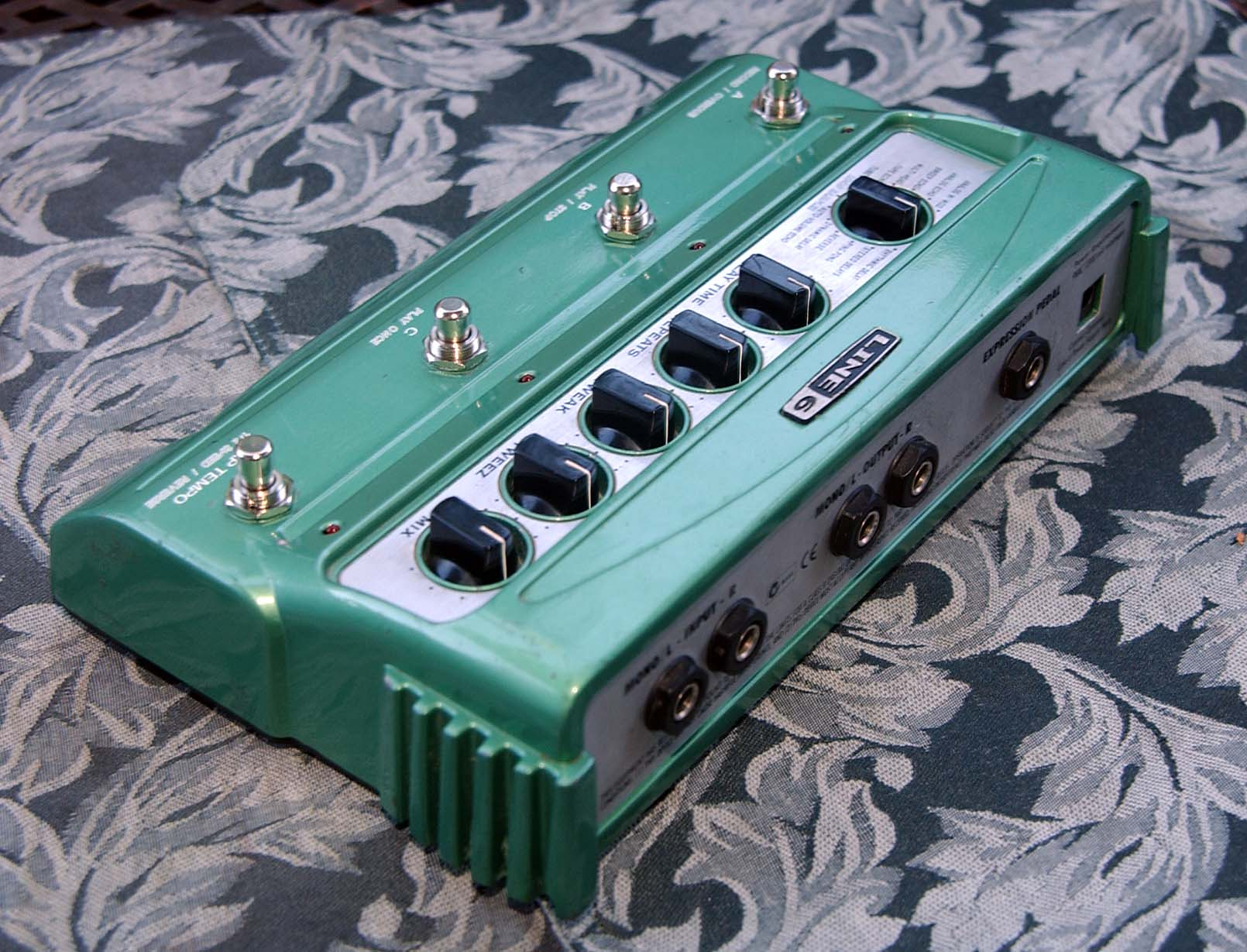 line 6 dl4 delay looper pedal with switch mod power supply extras great. Black Bedroom Furniture Sets. Home Design Ideas